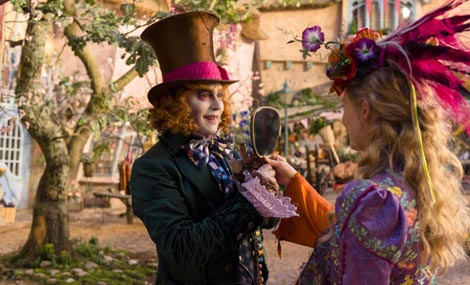 Alisa iza ogledala (Alice Through the Looking Glass), red. James Bobin