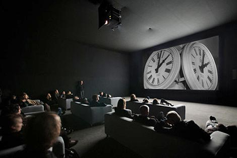 Sat (The Clock), red. Christian Marclay