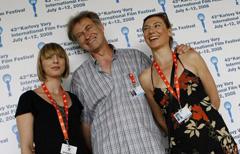 Jadranka Đokić, Zrinko Ogresta i Daria Lorenci nakon konferencije za novinare u Karlovim Varima