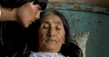 Mlijeko tuge (La teta asustada), red. Claudia Llosa